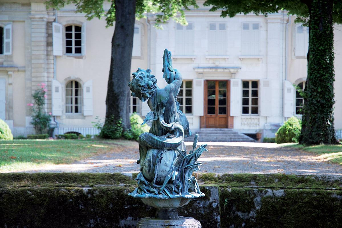Statue château